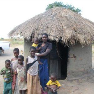 02. Rodzina przed domem, Kasungu