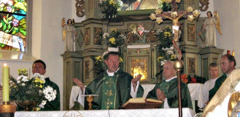 02a. o. Józef Pawłowski SJ w swojej rodzinnej parafii
