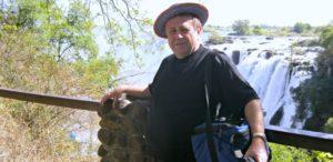 07. O. J. Rostworowski przy Wodospadzieem