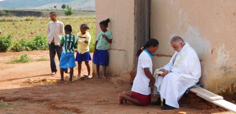 O. TADEUSZ KASPERCZYK SJ, MISJONARZ NA MADAGASKARZE
