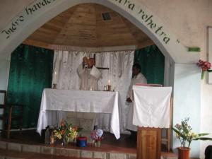 o. J. Pawłowski podczas Mszy św. w buszu