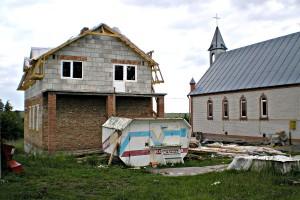 Budowa domu katechetycznego w parafii Maćkowce11