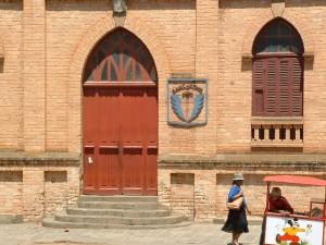 Wejście główne do Collège St. Michel
