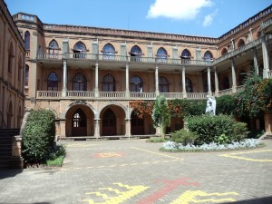 dziedziniec Collège St. Michel